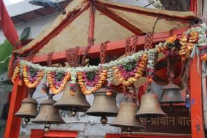 Flower garland bells